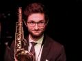 Saxophonist im Laboratorium