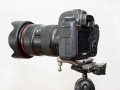 Canon EOS mit Spider-Plate auf Stativ