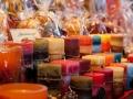 Kerzen auf dem Weihnachtsmarkt