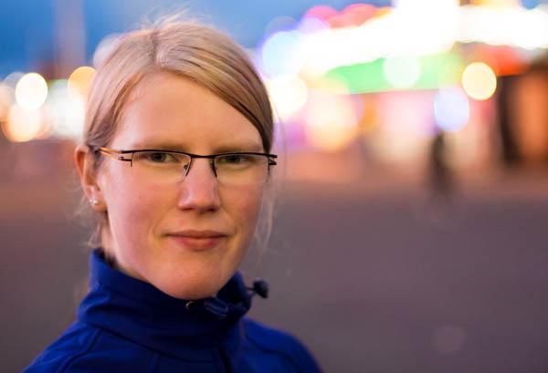 Portrait mit ruhigem Hintergrund